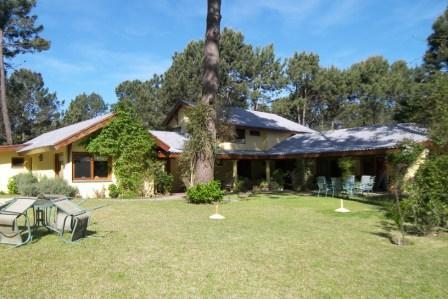 Casa Venta o Alquiler en Punta del Este Parque Burnett de 6 Dormitorios
