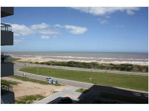 Impecable apartamento frente al mar, playa Brava