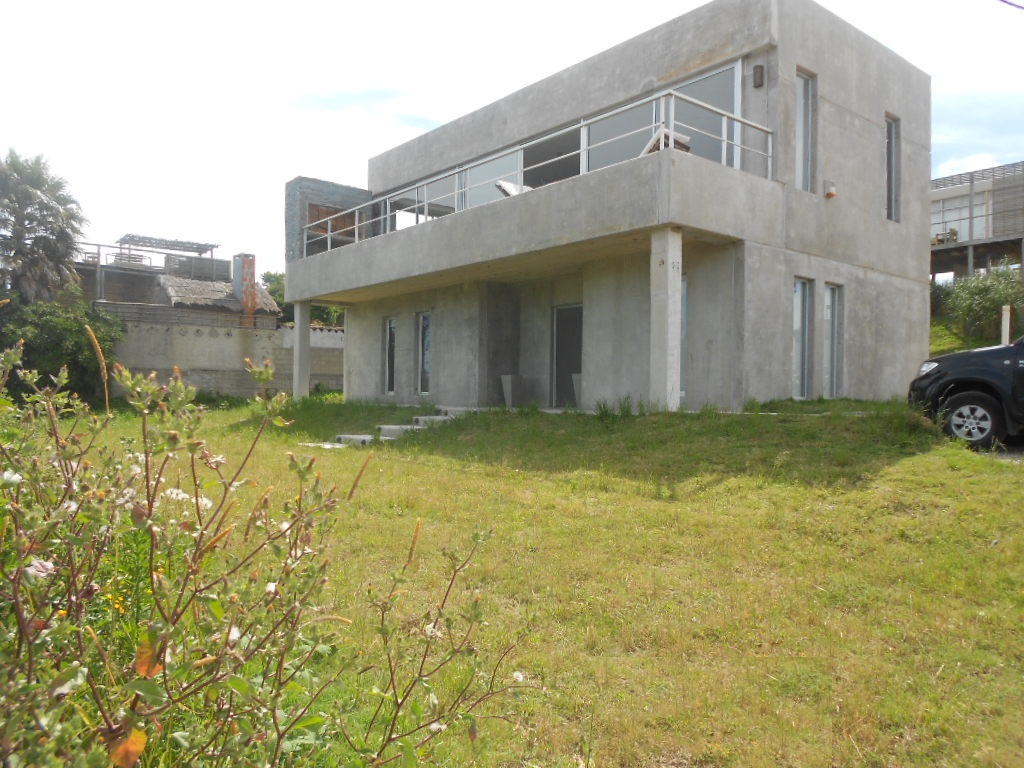 Hermosa casa moderna en Altos de Punta Piedras