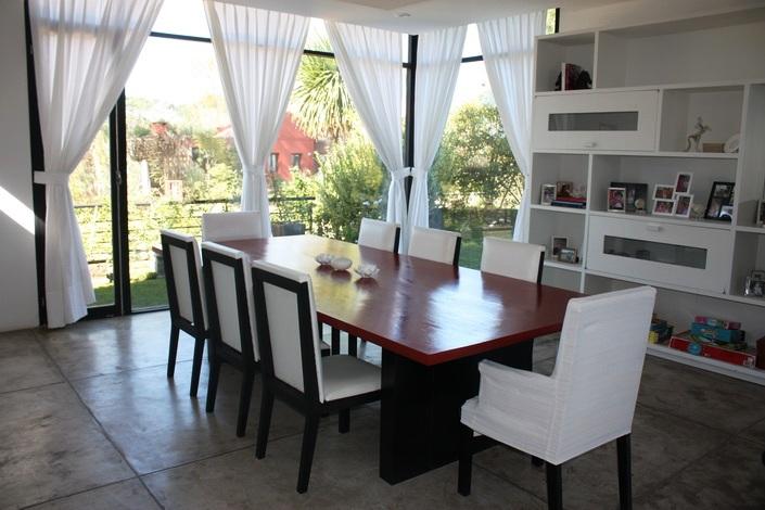 Impactante casa moderna in barrio cerrado lugano for Casa moderna ud