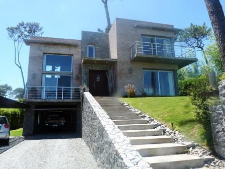 Casa Venta o Alquiler en Punta del Este Pinares de 5 Dormitorios
