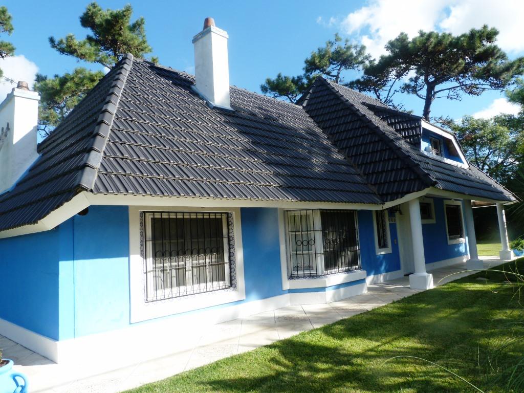 Hermosa casa sobre 2 terrenos excepcionales con 2 esquinas y salida a 3 calles