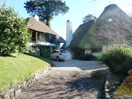 A beautiful thatched house in a prime location with direct access to the Lagune