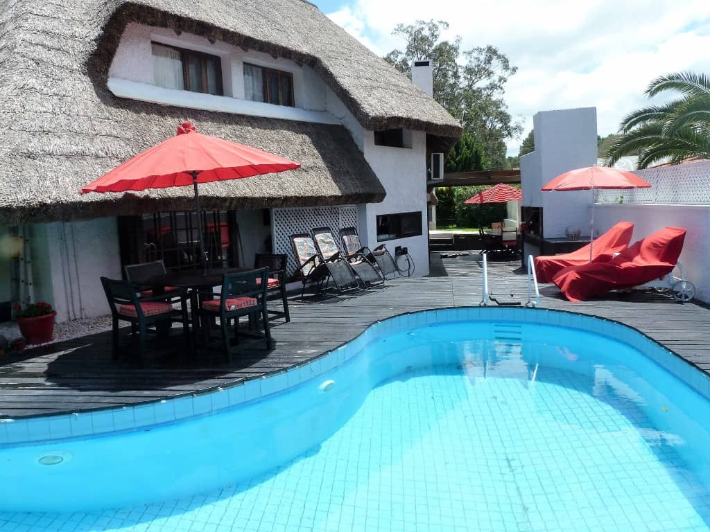 Beautiful thatched cottage in proximity to beach, Pinares