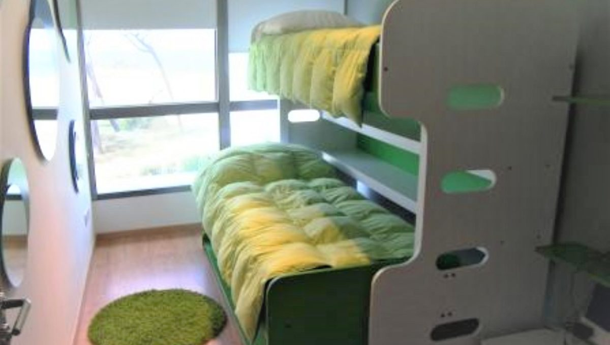 childrens bed green (Large) (2)
