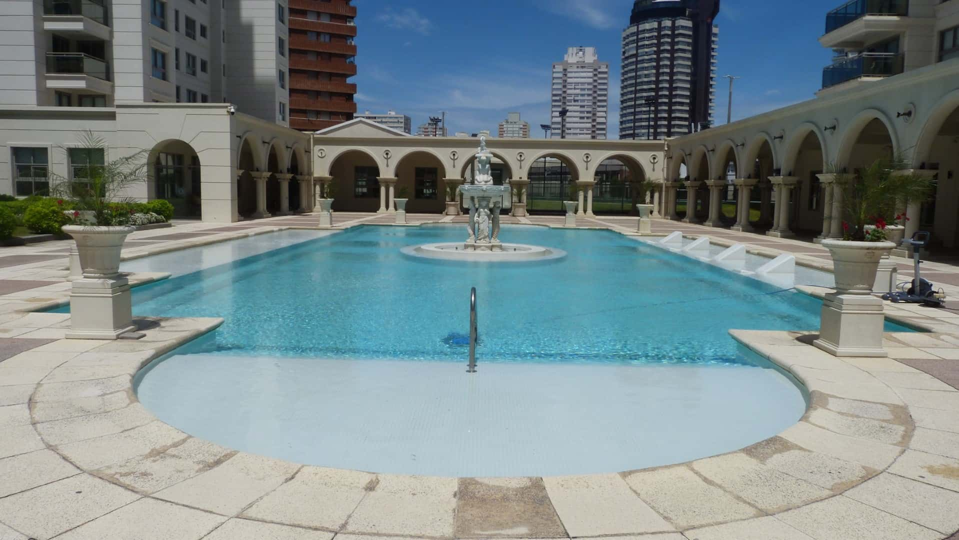 Excellent property investment in well known building, Punta del Este