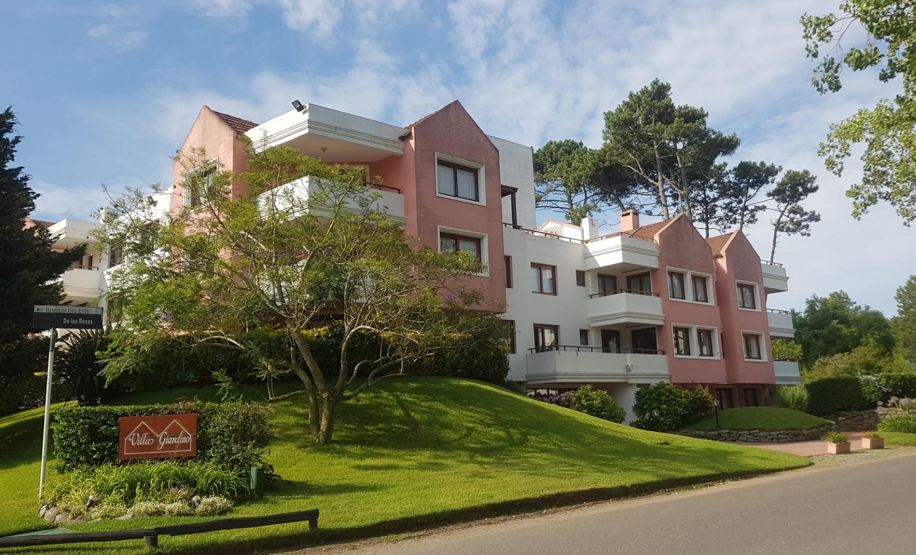 Buena compra: Amplio apartamento de 3 dormitorios a 2 cuadras de la playa Brava